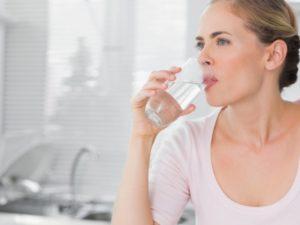 Обязательно пить достаточно жидкости, чтобы избежать обезвоживания!