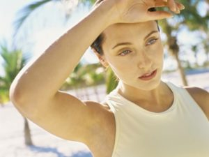 При высокой температуре тело теряет много жидкости.