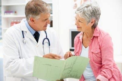 врач и женщина
