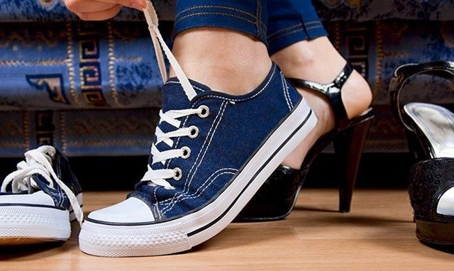 переобуться в кроссовки