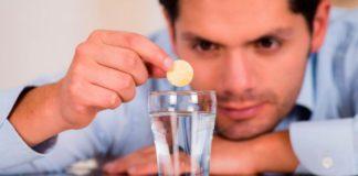 бросить таблетку в стакан