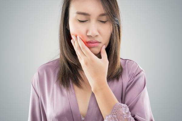 Как снять боль в челюсти от стресса