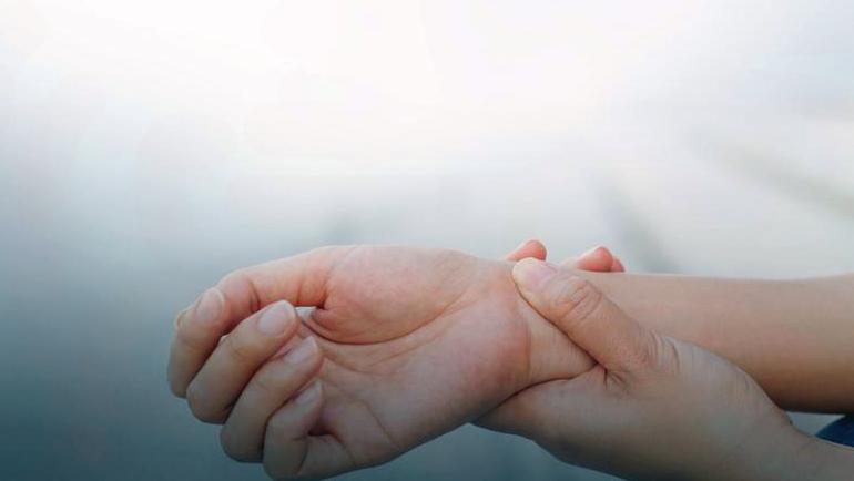 онемение правой руки